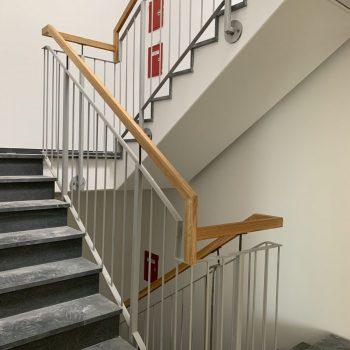 Treppen Geländer mit Holzhandlauf