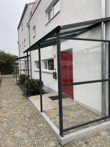 Vordach mit Seiten wand